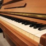 1 Piano Droit Yamaha 88 touches